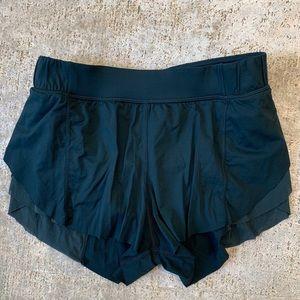 lululemon Run shorts w/ mesh - Size 4